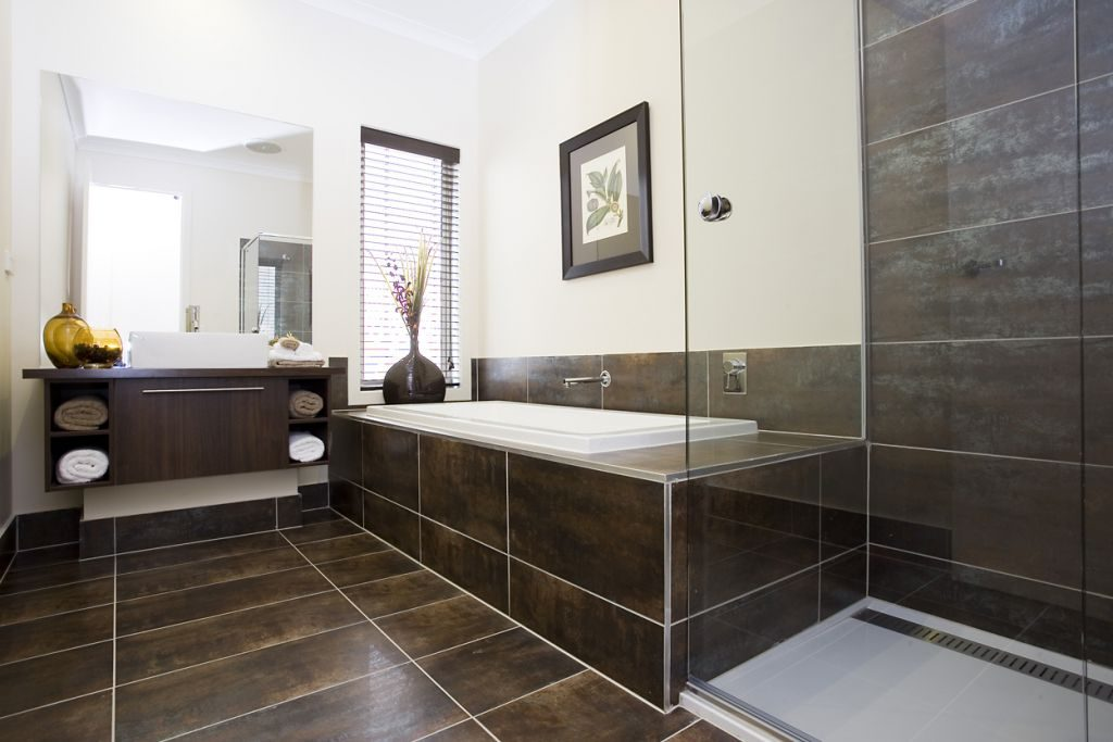 Banheiro com revestimento de cerâmica