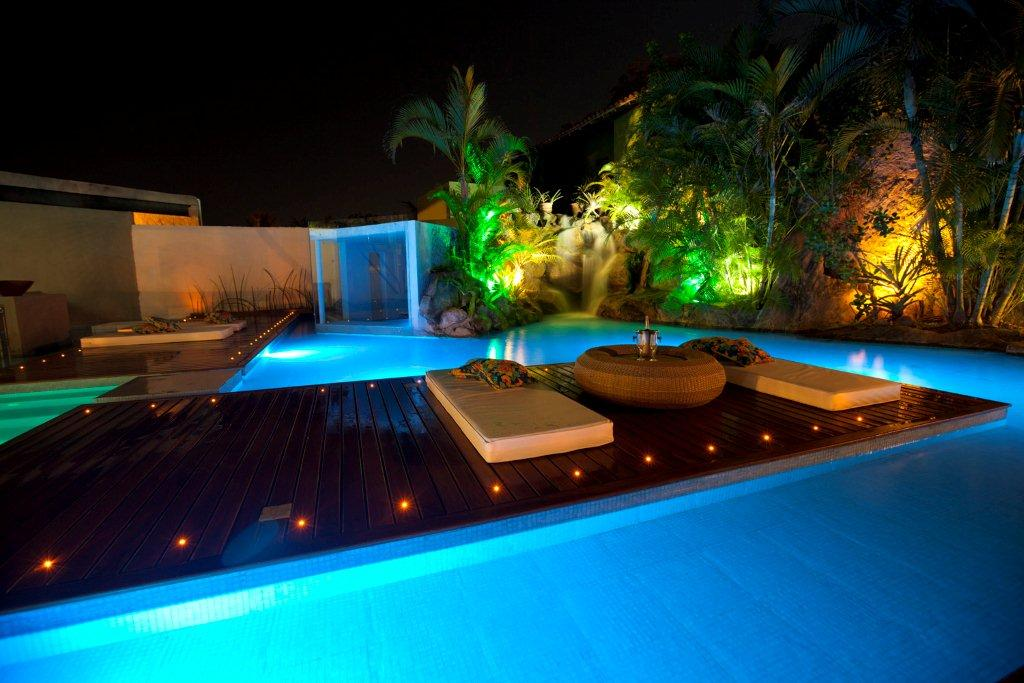 Ilumina o para piscinas conhe a os melhores custo for Iluminacao na piscina e perigoso