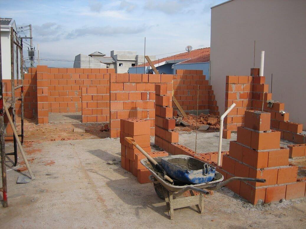 Levantando paredes