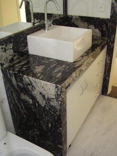 pia de banheiro em granito preto indiano