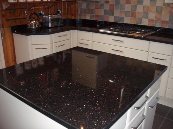 cozinha com granito preto stellar