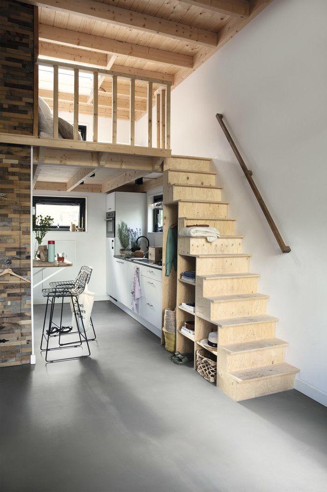 apartamento com mezanino de madeira