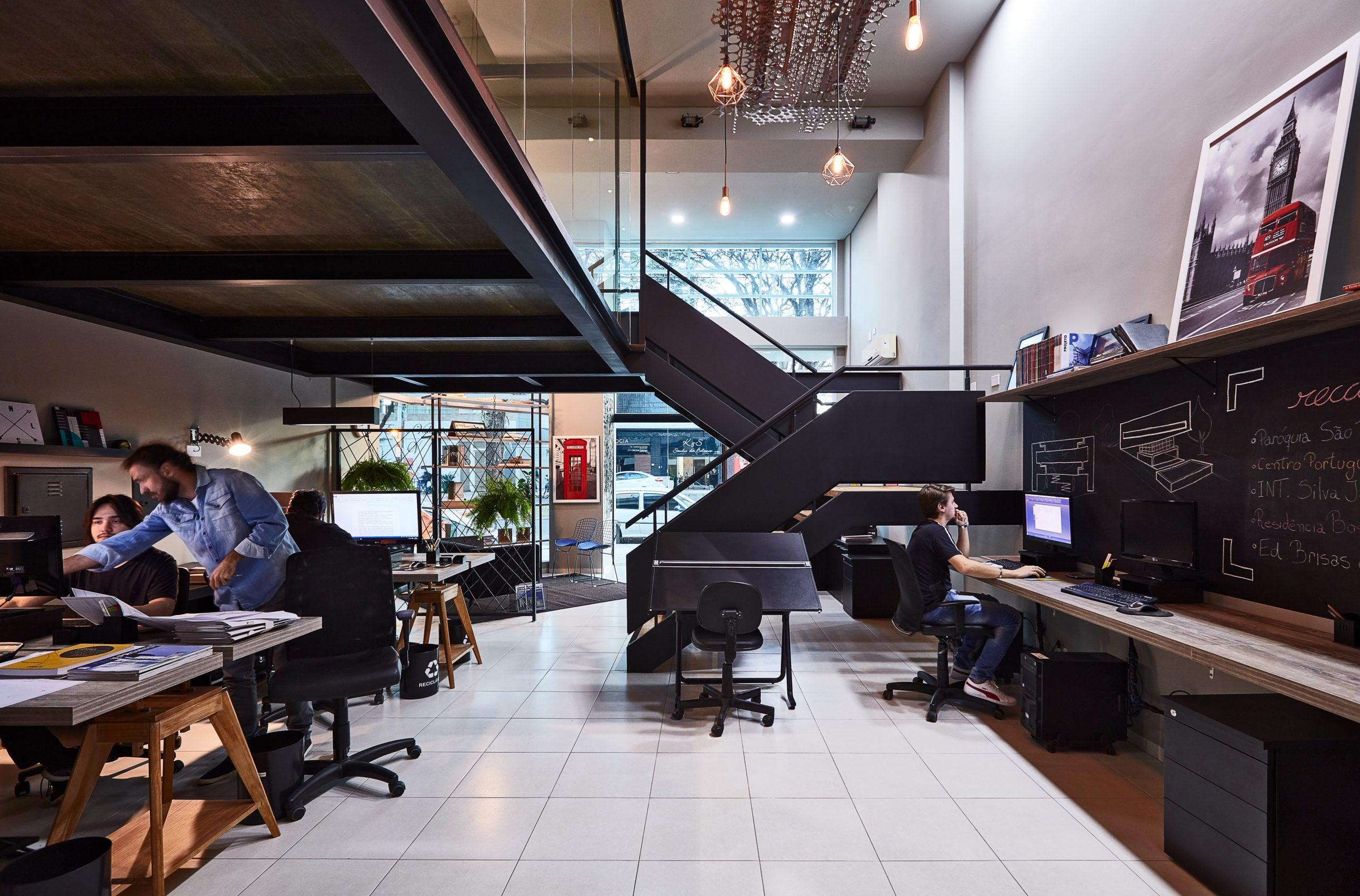 escritório com mezanino com estrutura metalica