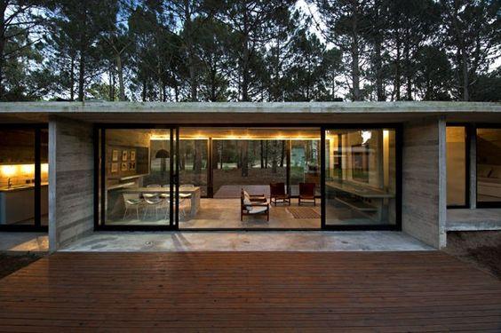 casas pré-fabricadas em concreto baixa e com vidro