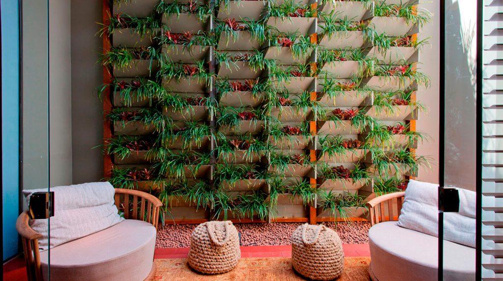 Como fazer um jardim vertical em uma parede interna