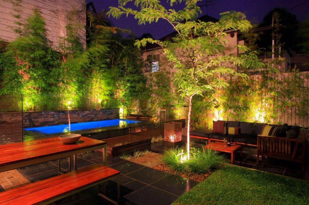 Como usar as luzes para jardim em árvores