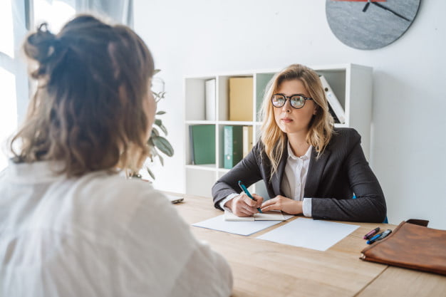 Como encontrar um profissional qualificado para o seu escritório