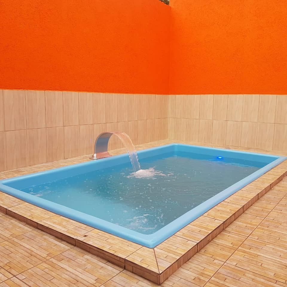 Modelo tradicional retangular de piscina de fibra