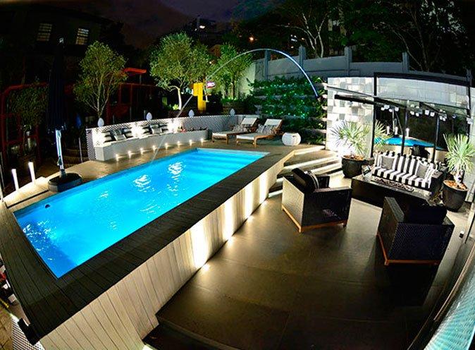 Modelo de piscina de fibra com iluminação