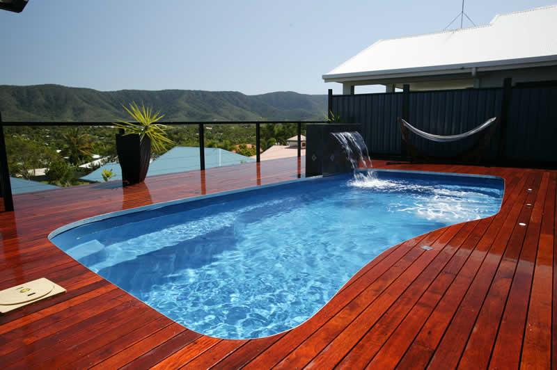 Modelo de piscina de fibra com deck